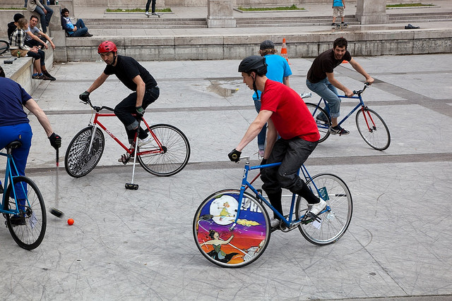 Match de polo en fixie à Paris
