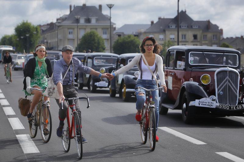 Red Bull Boom Bus à l'Anjou Vélo Vintage